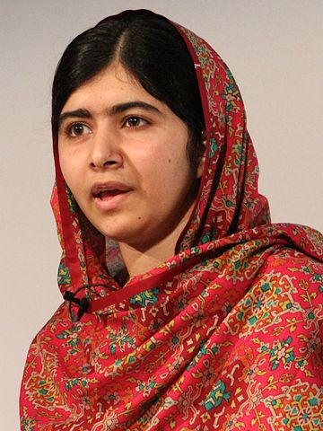 Malala Yousafzai (2014) Von Russell Watkins/Department for International Development. - https://www.flickr.com/photos/dfid/14714344864/, CC BY 2.0, https://commons.wikimedia.org/w/index.php?curid=34219176