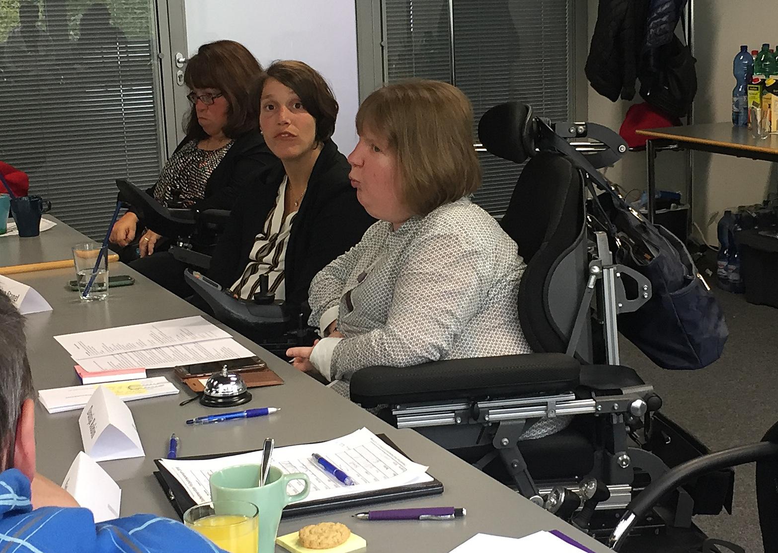 Büroteam der Netzwerkfrauen-Bayern. Von rechts nach links: Dunja Robin, Marion Stangl, Esther Junghanns