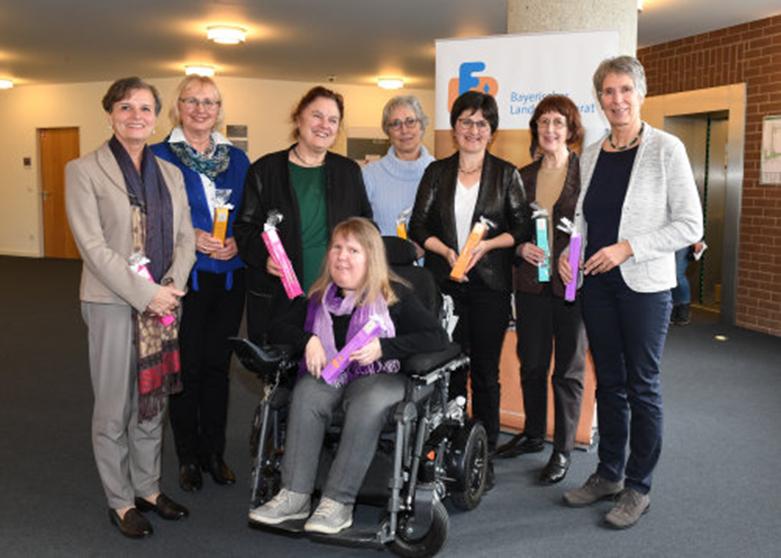 Dunja Robin mit Frauen des Hauptausschusses des Bayerischen Landesfrauenrats