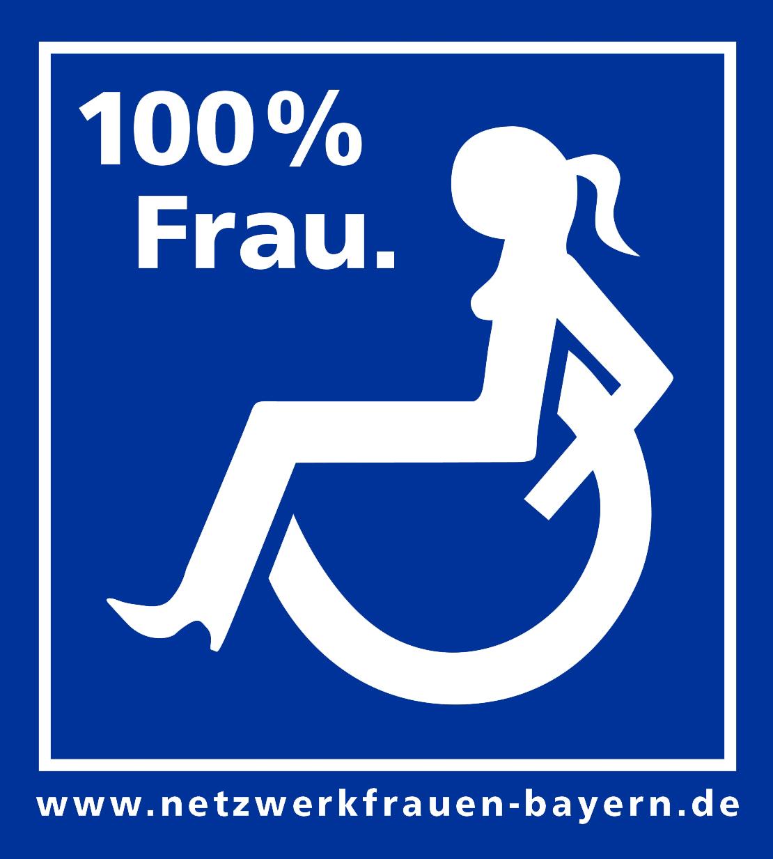 Piktogramm einer Frau im Rollstuhl, weiß auf blauem Hintergrund, Überschrift: 100% Frau