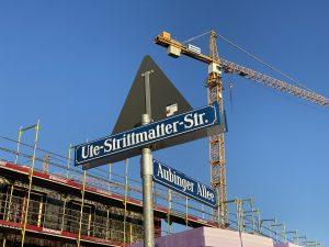 Straßenschild Ute-Strittmatter-Straße/Aubinger Allee